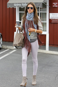 Alessandra+Ambrosio+Scarves+Patterned+Scarf+9_yz-8SwXi2l